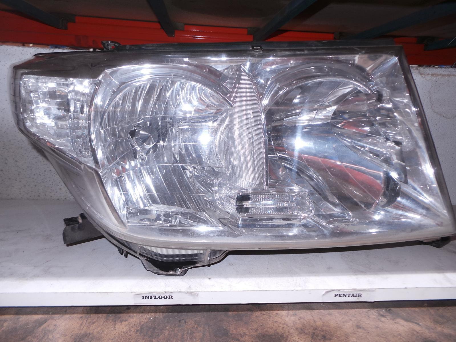 TOYOTA LANDCRUISER, Right Headlamp, 200 SERIES, HALOGEN TYPE, 11/07-08/15