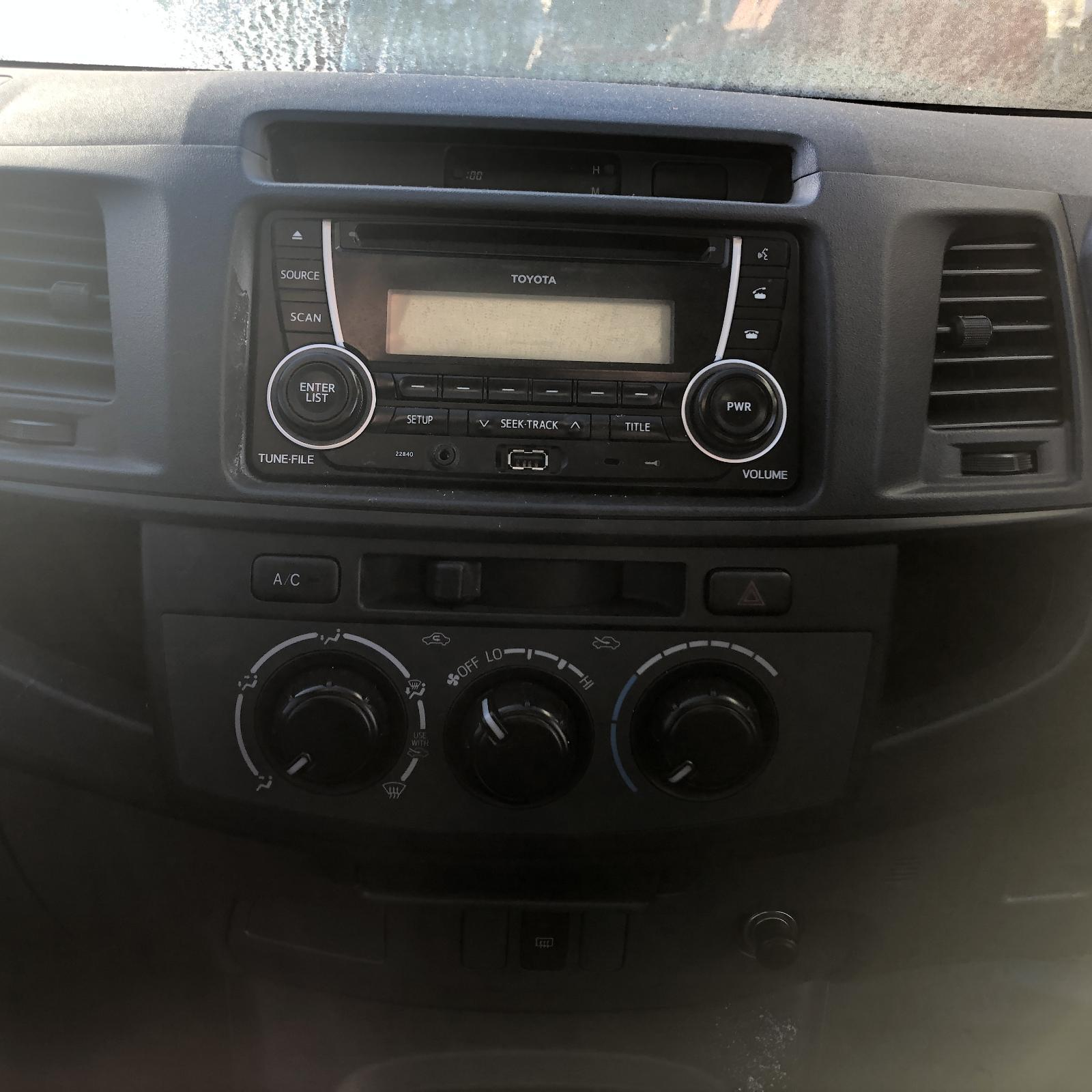 TOYOTA HILUX, Radio/Cd/Dvd/Sat/Tv, CD PLAYER (P/N ON FACE 22815), W/ MP3, BLUETOOTH/USB/SINGLE STACK, 03/05-08/15