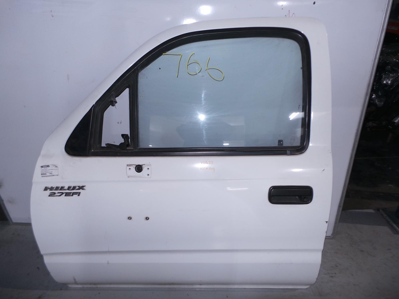 TOYOTA HILUX, Left Front Door, SINGLE/EXTRA CAB, TRAY BACK TYPE (LARGE TRUCK MIRROR), 09/97-03/05