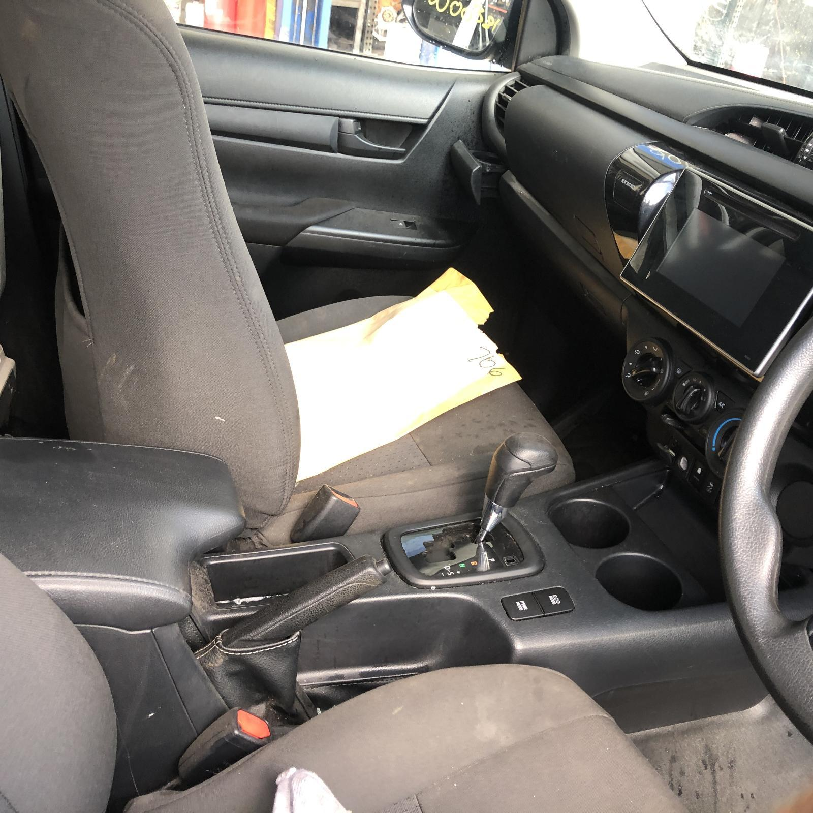 TOYOTA HILUX, Console, AUTO T/M TYPE, 2WD, 09/15-