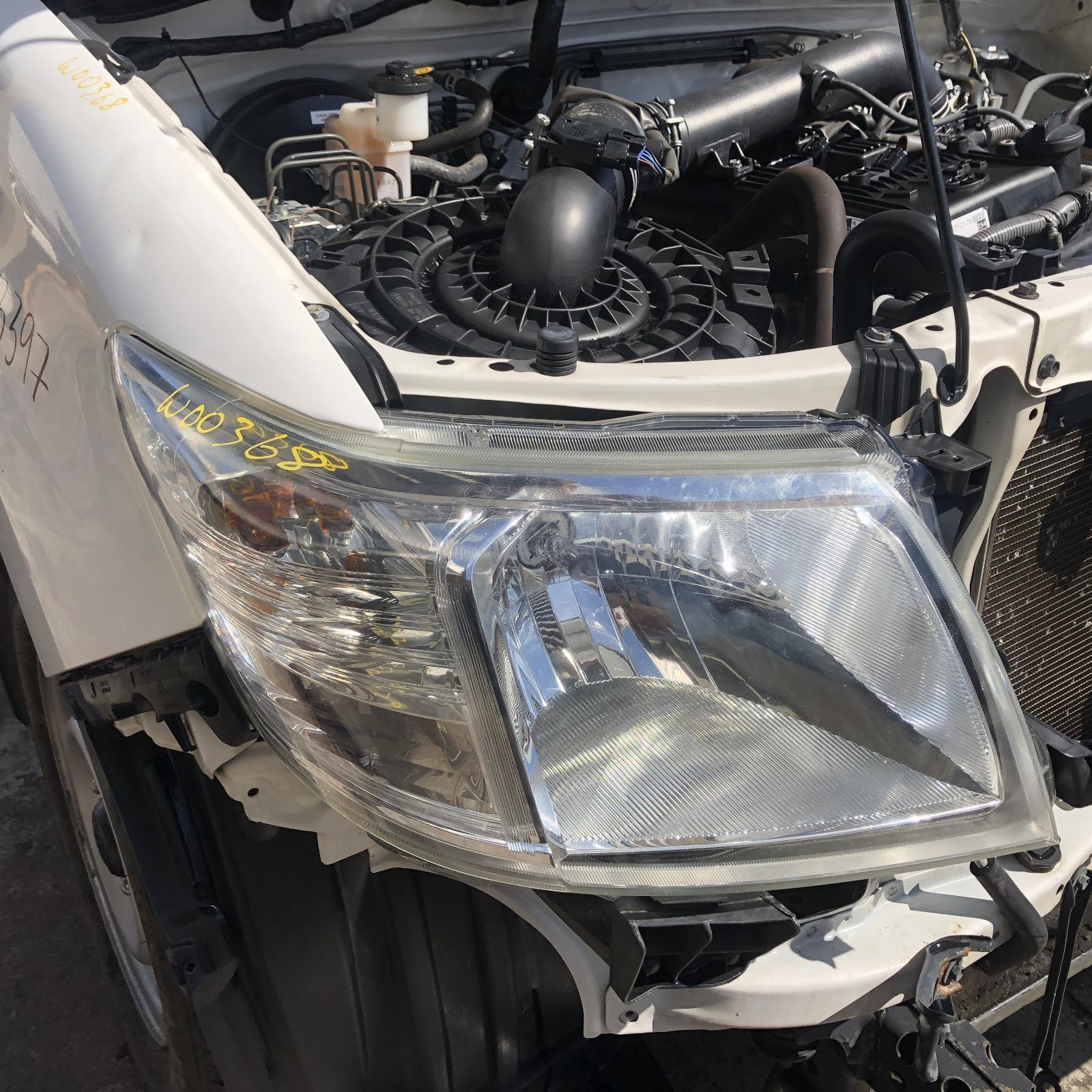 TOYOTA HILUX, Right Headlamp, 07/11-08/15