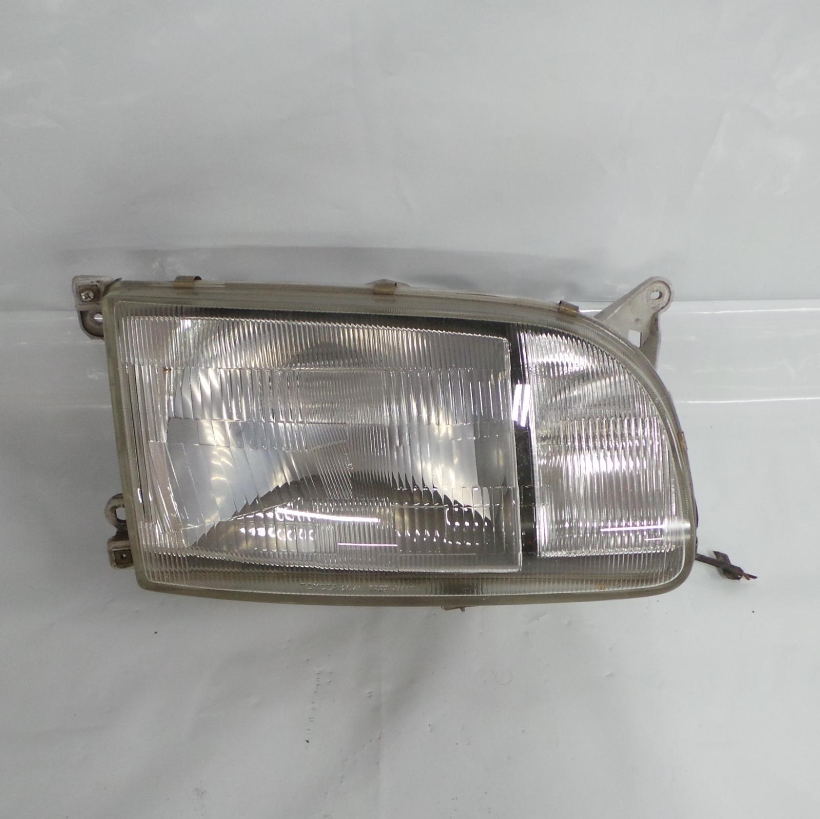 TOYOTA HIACE, Right Headlamp, SUPER CUSTOM, JAP TYPE, LENS# 26-41, 93-96 (NZ ONLY)