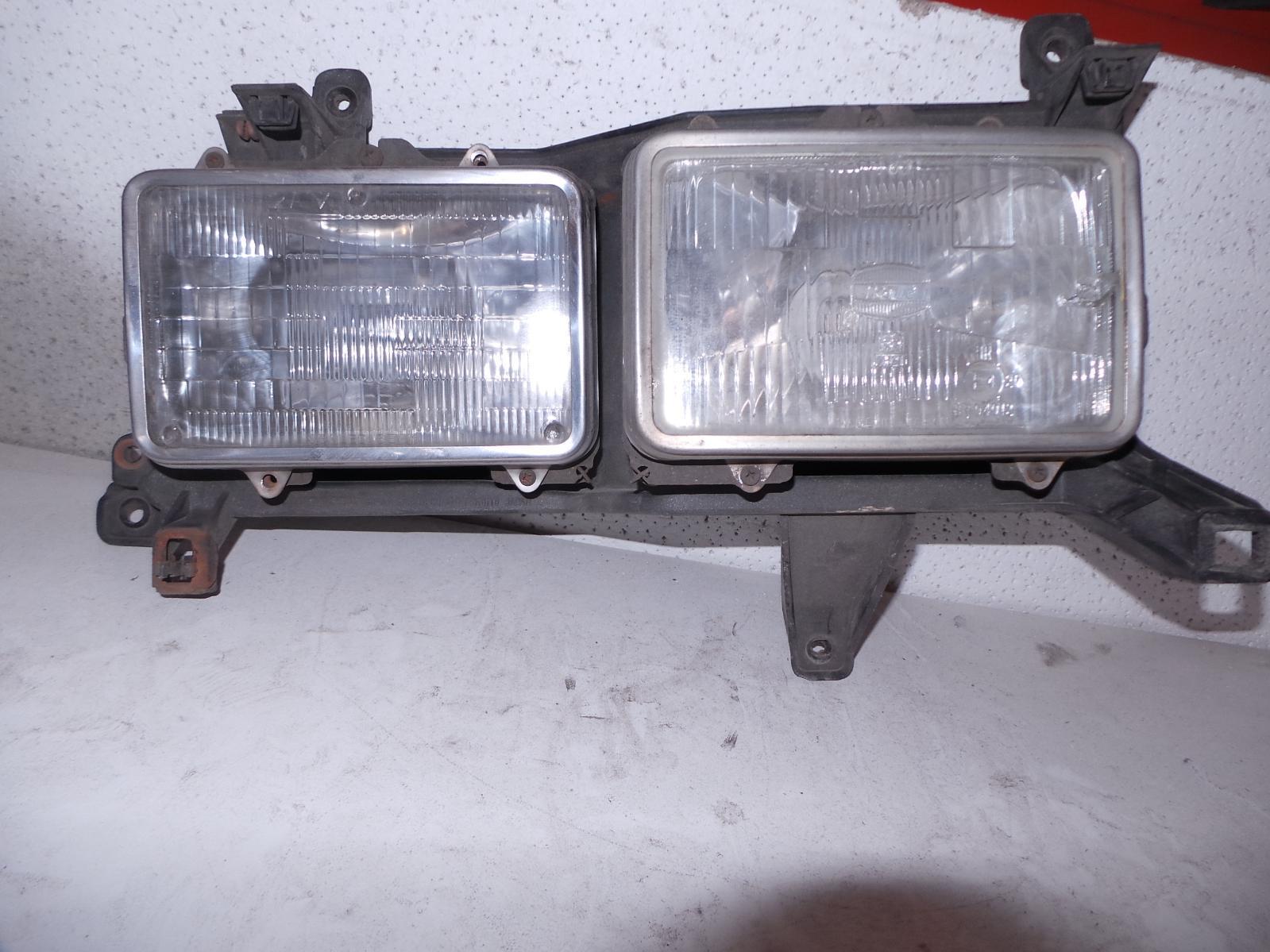 TOYOTA LANDCRUISER, Right Headlamp, 80 SERIES, GX/GXL, TWIN SQUARE, 05/90-03/98