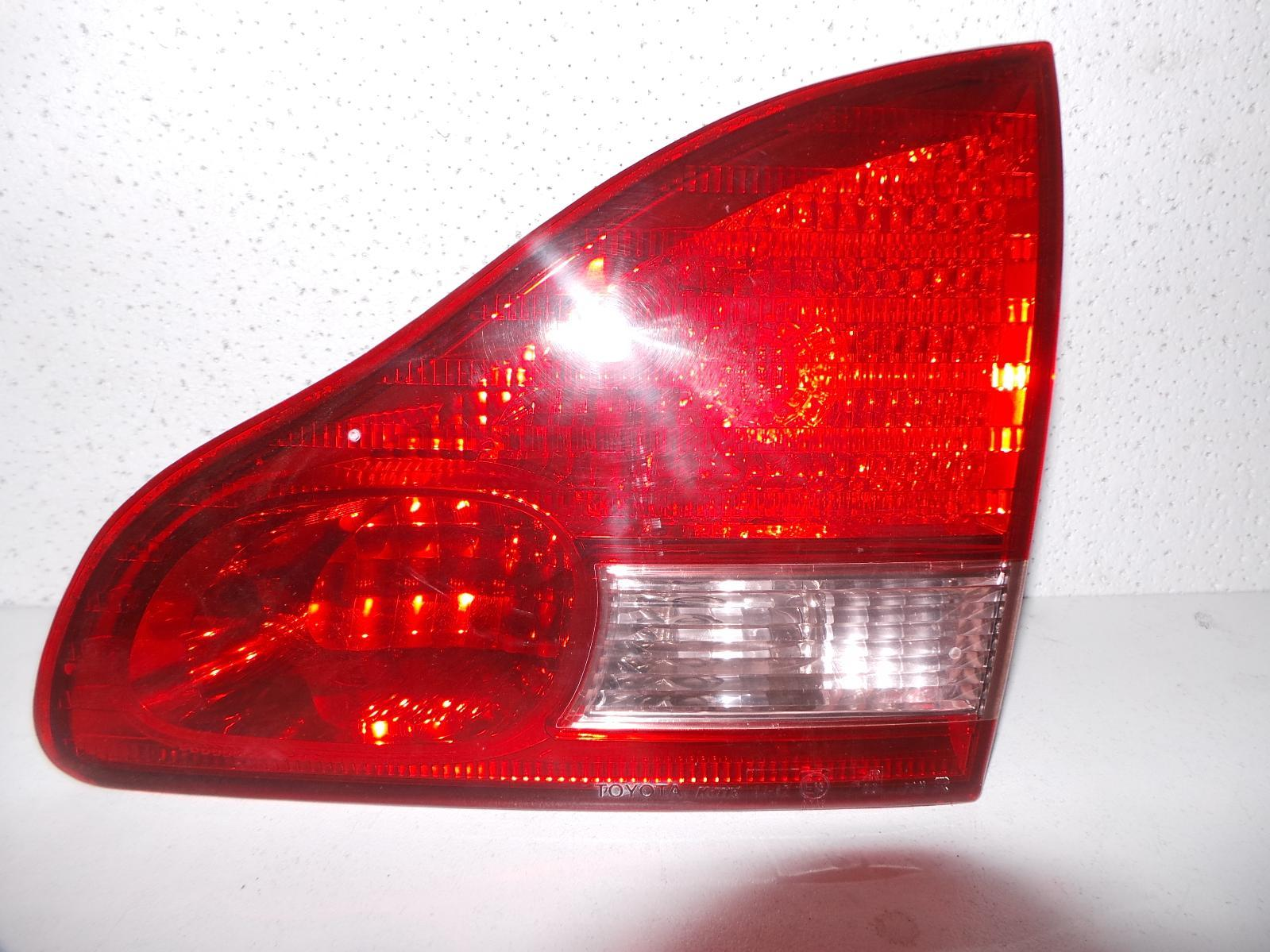 TOYOTA AVENSIS, Rear Garnish, TAILGATE LAMP (RH SIDE), ACM20R, 12/01-11/03