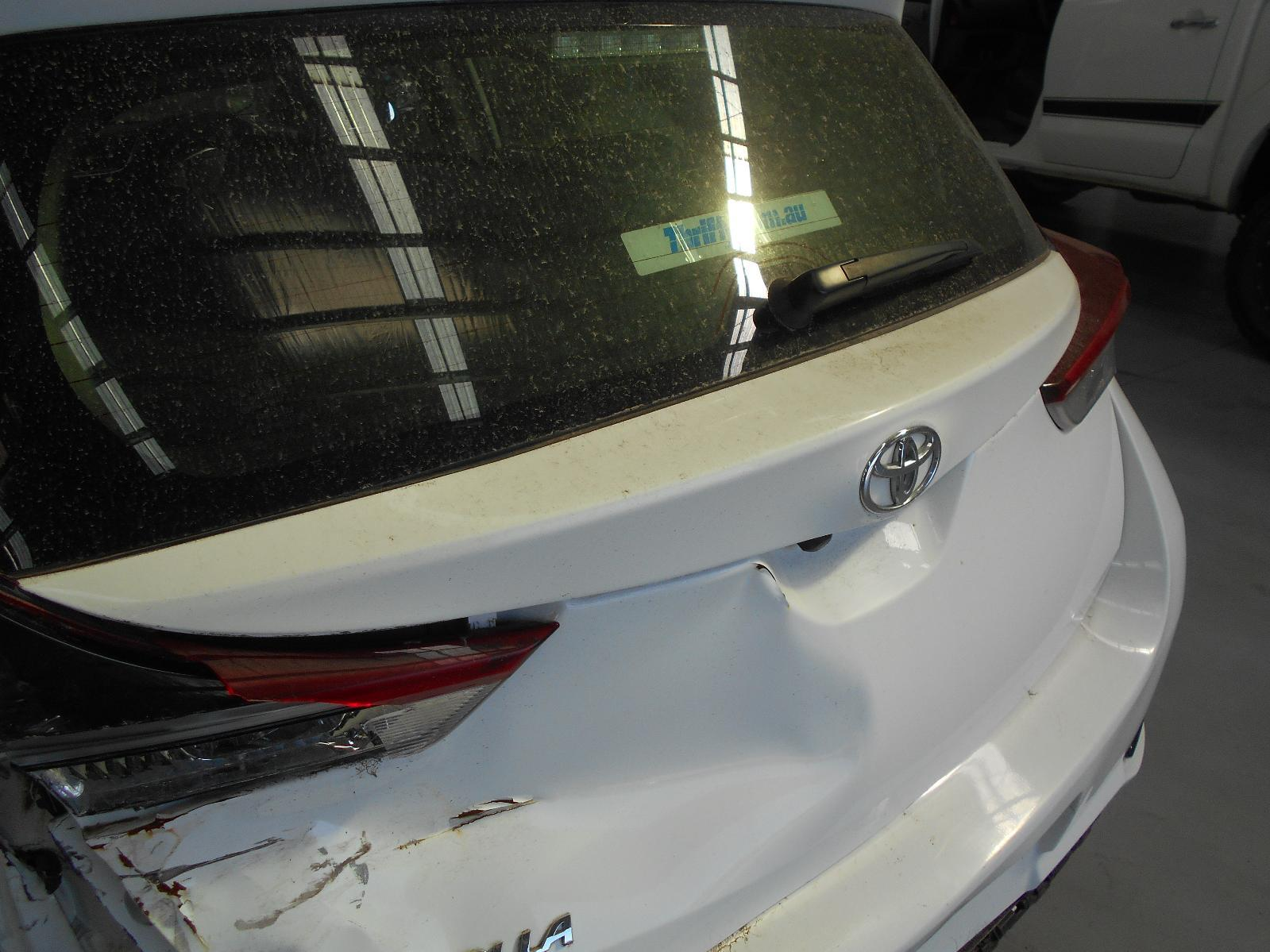 TOYOTA COROLLA, Rear Garnish, TAILGATE GARNISH (CENTRE), ZRE182R, HATCH, 04/15-