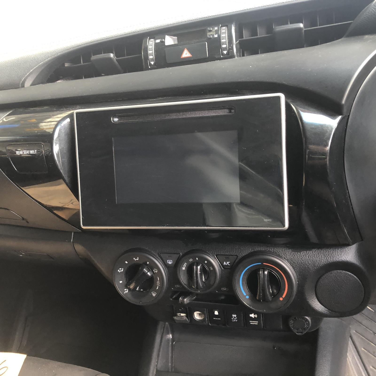 TOYOTA HILUX, Radio/Cd/Dvd/Sat/Tv, 6IN TOUCHSCREEN, P/N ON FACE 100405, 09/15-