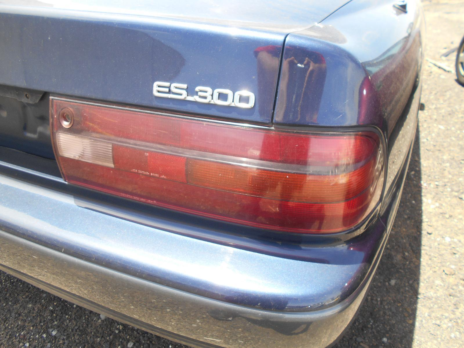 LEXUS ES300 (92-05), Right Taillight, VCV10, ORANGE FLASHER, KOITO, LENS# 32-128, 06/92-09/94