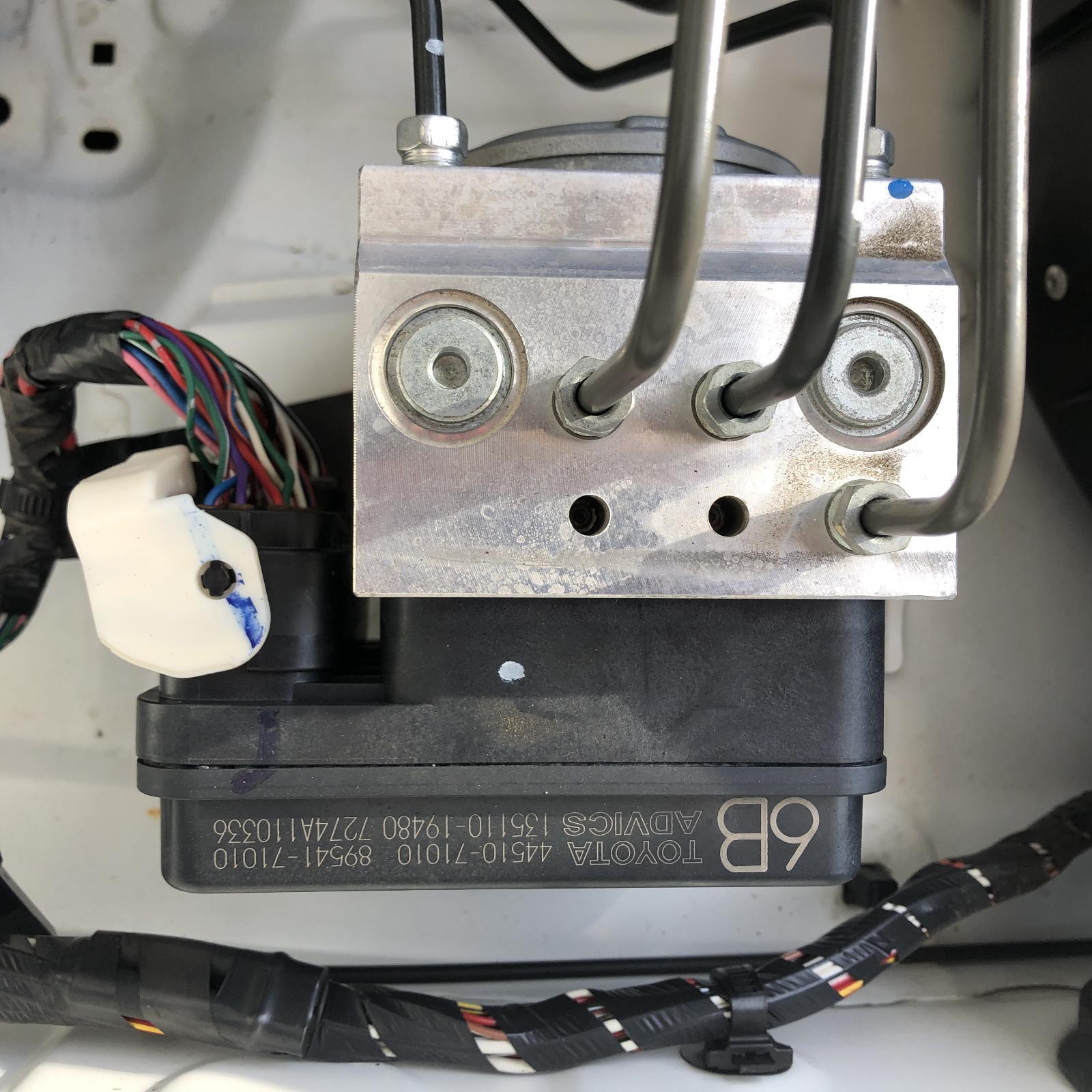 TOYOTA HILUX, Abs Pump/Modulator, P/N 4451071010, 03/05-08/15