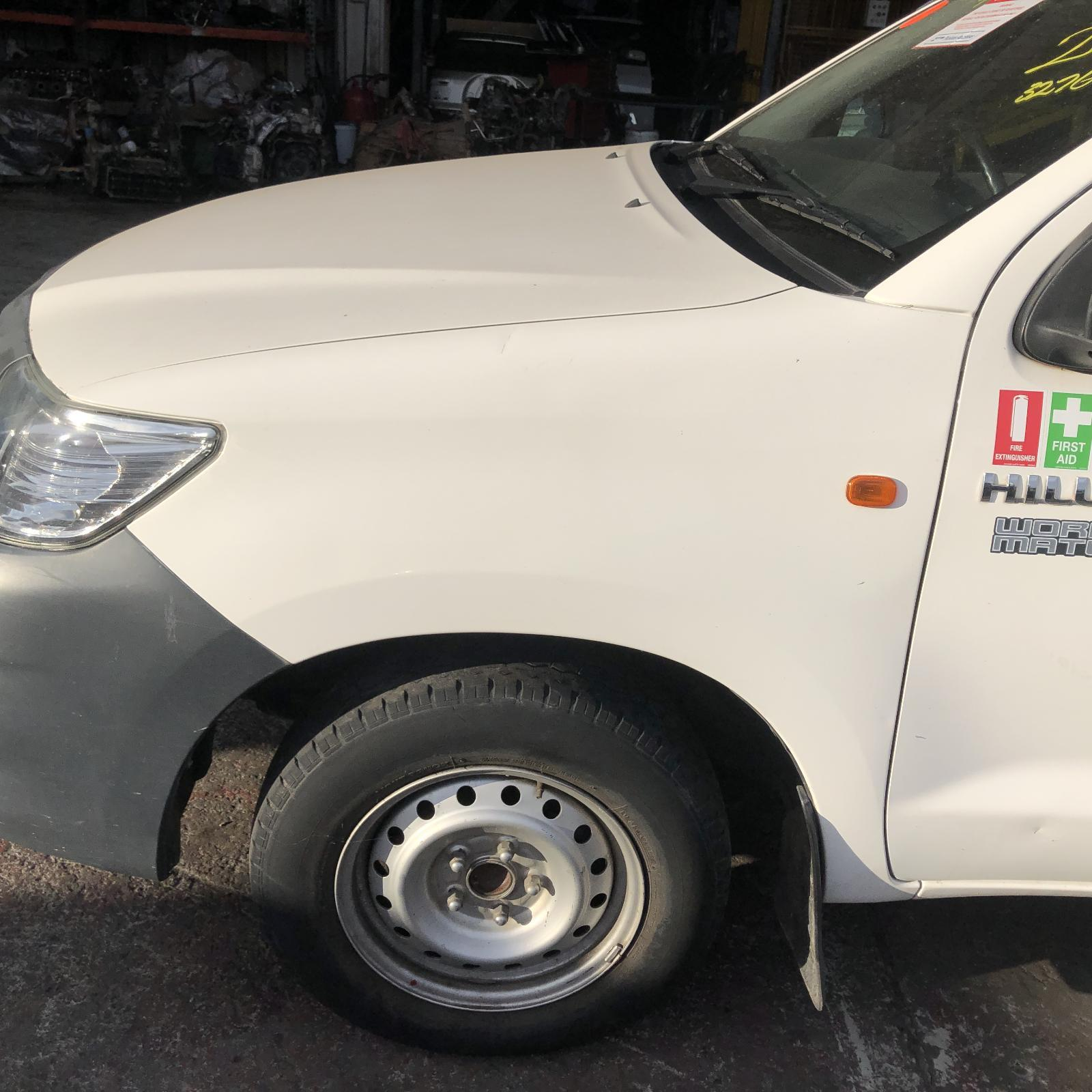 TOYOTA HILUX, Left Guard, NON FLARE, W/ INDICATOR TYPE, 07/11-08/15